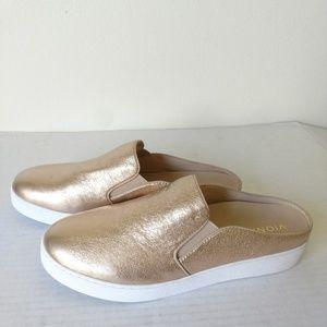 NEW Vionic Dakota slip on sneakers metallic NWOB